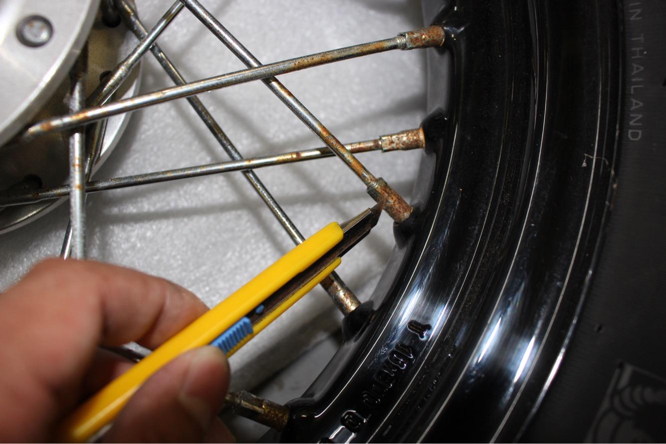 スポーク 磨き バイク XL1200Xスポークホイールのサビをピカピカにする方法!